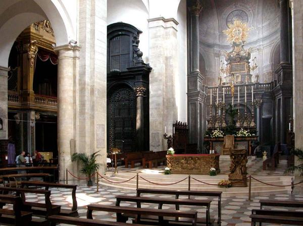 Inside the Turin Cathedral ©2005 Aldo Guerreschi