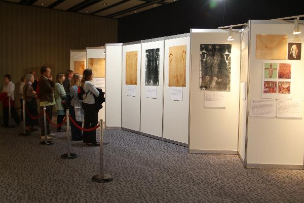 Shroud Photographic Exhibit In Auckland, New Zealand